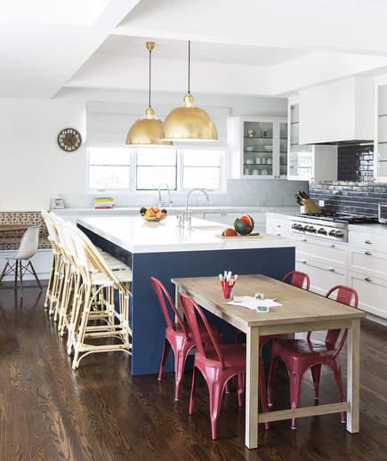 Inviting Kitchen Island Ideas: Идеи за кухненски острови, подходящи за всеки дом